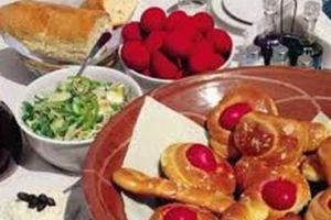H Εκκλησία θα μοιράσει περισσότερες από 400.000 μερίδες πασχαλινού γεύματος