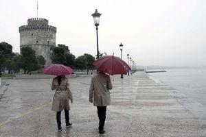 Βροχερό το σκηνικό στη Βόρεια Ελλάδα