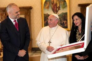 Με τον Πάπα Φραγκίσκο συναντήθηκε ο Έντι Ράμα