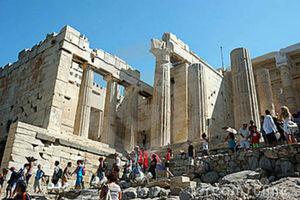 Απουσία του τουρισμού από τον προεκλογικό διάλογο καταγγέλλουν οι ξενοδόχοι