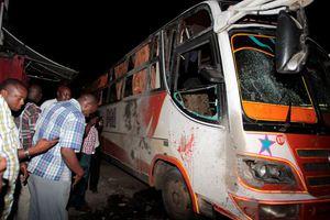 Τριάντα νεκροί σε σύγκρουση λεωφορείου με φορτηγό