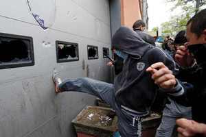 Συγκρούσεις μπροστά από το Κοινοβούλιο της Ουκρανίας