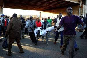 Αιματηρές συγκρούσεις της αστυνομίας με πολίτες στο Ναϊρόμπι