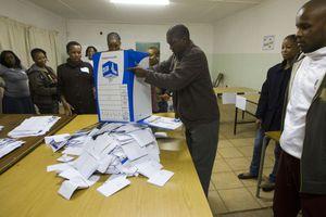 Μπροστά το κυβερνών κόμμα στις εκλογές στην Αφρική