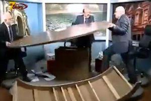 Δημοσιογράφοι έκαναν γυαλιά καρφιά τηλεοπτικό στούντιο