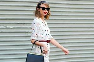 Εμφάνιση της Taylor Swift με διάθεση των 60's