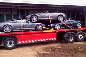 Aston Martin στοιβαγμένα σαν σαρδέλες...