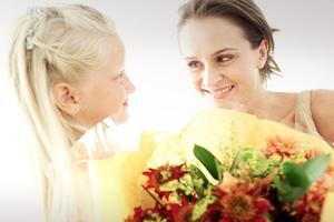 Όσα θέλουν να διαβάσουν οι μαμάδες στην ευχετήρια κάρτα για τη Γιορτή της Μητέρας