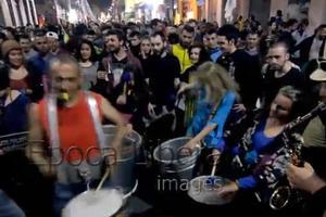 Ξέφρενο πάρτι για την αποποινικοποίηση της ινδικής κάνναβης στην Αθήνα