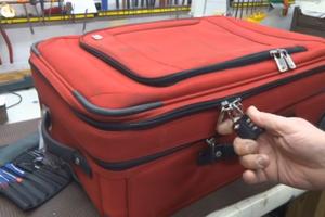 Νομίζεις ότι με ένα λουκέτο η βαλίτσα σου είναι ασφαλής;