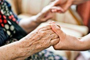 Έδεσαν χειροπόδαρα 82χρονη και την λήστεψαν