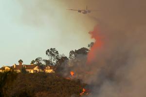 Ένας νεκρός από τις πυρκαγιές στην Καλιφόρνια