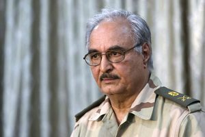 Ο Χαλίφα Χαφτάρ πίσω από την επίθεση στη Λιβύη