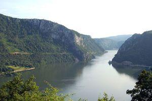 Βυθίστηκε στον Δούναβη φορτηγίδα με 850 τόνους λιπασμάτων