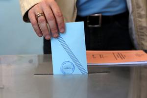Στις κάλπες ξανά οι ψηφοφόροι των δήμων Καισαριανής και Μάνδρας