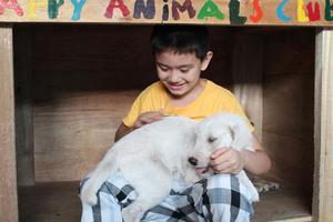 Ο 9χρονος που έστησε καταφύγιο ζώων