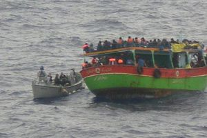 Ακυβέρνητο σκάφος με 200 παράτυπους μετανάστες στην Πύλο