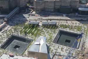 Η ανέγερση του μνημείου της 11ης Σεπτεμβρίου σε δυόμιση λεπτά