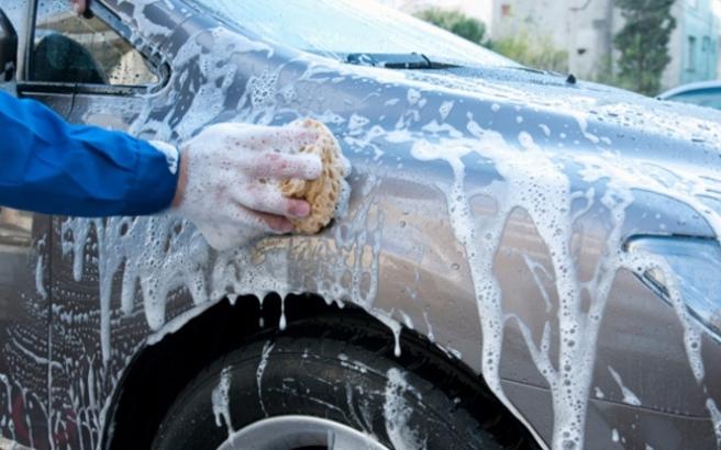 Πόσο συχνά πρέπει να πλένεις το αυτοκίνητο για να μη χαλάσει το χρώμα