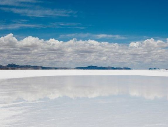 Η μεγαλύτερη ξηρή λίμνη στον κόσμο (Salar de Uyuni) στη Βολιβία
