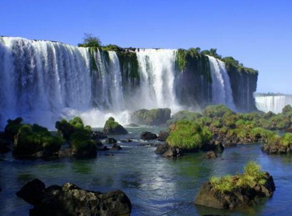 Οι καταρράκτες του Iguazu σε Βραζιλία και Αργεντινή