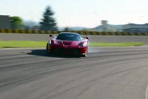 To Top Gear «σκίζει» ανηλεώς τη LaFerrari