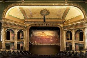 Δεκαπέντε θέατρα που... αξίζουν χειροκρότημα