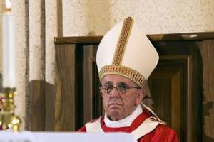 «Χαιρετίζουμε την επίσκεψη του Πάπα Φραγκίσκου στη χώρα»