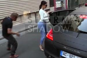 Άστεγος προσπαθεί να... χουφτώσει την Kim Kardashian