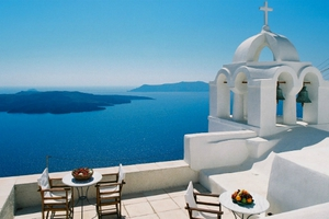 Αναθεώρηση προς τα πάνω για τον ελληνικό τουρισμό