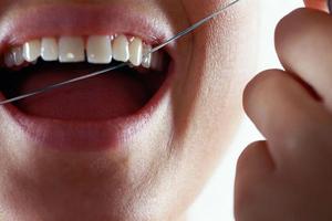 Οδοντικό νήμα και προστασία των δοντιών