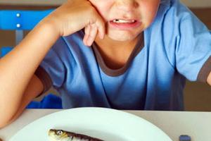 Συμβουλές για να τρώνε τα παιδιά ψάρια