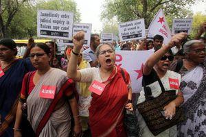 Αυτοκτόνησαν τα κοριτσια που είχαν βρεθεί κρεμασμένα στην Ινδία