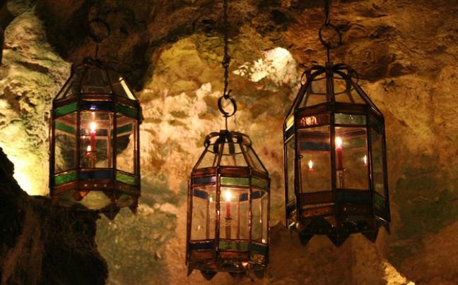 Ρομαντικό δείπνο κάτω από το φως των αστεριών σε ένα υπέροχο εστιατόριο στη Κένυα!