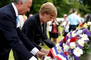 """«Η Γερμανία ευχαριστεί τους Συμμάχους για τις """"θυσίες"""" τους εναντίον του ναζισμού»"""
