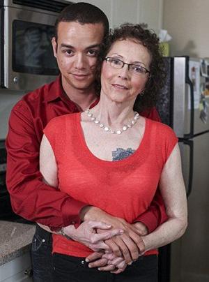 dating με μια 44 year γριά γυναίκα Ρότσεστερ λόφοι που χρονολογούνται