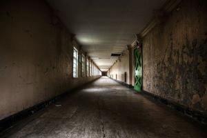 Σκηνές από ταινία τρόμου ξυπνούν σε εγκαταλελειμμένο φρενοκομείο