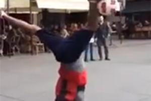 Χορεύοντας με το τόπι