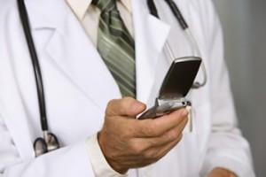 Γιατρός έστελνε σεξουαλικά μηνύματα κατά τη διάρκεια εγχειρήσεων