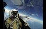Βίντεο από την εικονική αερομαχία δίπλα στο αεροπλάνο του ρώσου υπουργού Άμυνας