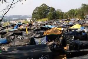Η πολιτεία με τις 4.500 πλαστικές σκηνές δίπλα στη χλιδή του Σάο Πάολο