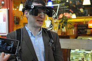 Έξυπνα γυαλιά βοηθούν ανθρώπους με προβλήματα όρασης