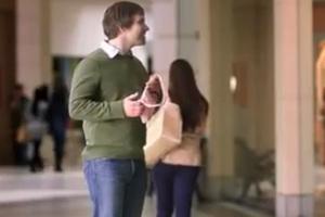 Έμεινες με το τσαντάκι της στο χέρι;