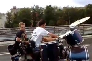 Μηχανοκίνητη ροκ μπάντα