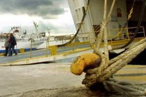 «Δεμένα» τα πλοία εξαιτίας των ισχυρών ανέμων