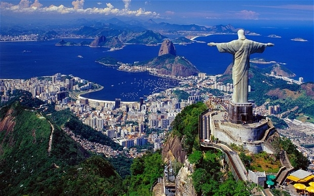 http://www.newsbeast.gr/files/1/2014/06/24/travel/the-giant-christ.jpg