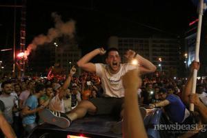Όλοι οι Έλληνες στους δρόμους!