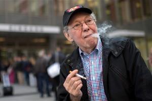 Ο γερμανός «ήρωας» των καπνιστών πρέπει να εκκενώσει το διαμέρισμά του