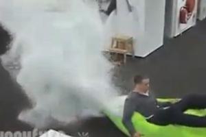 Η έκρηξη του πουφ