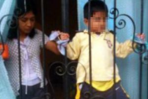 Τετράχρονος δεμένος στα κάγκελα του μπαλκονιού